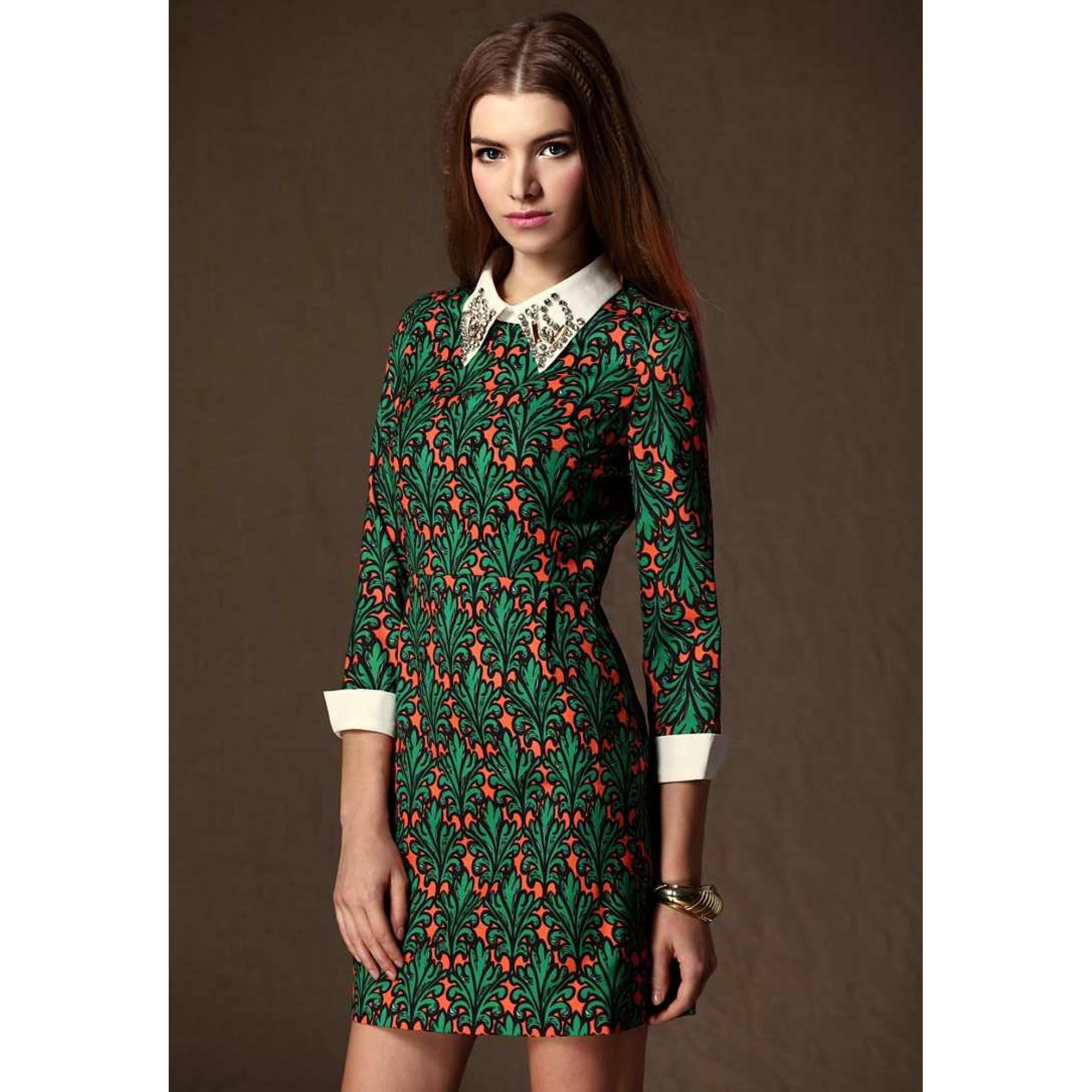 Платье с воротником в стиле ретро